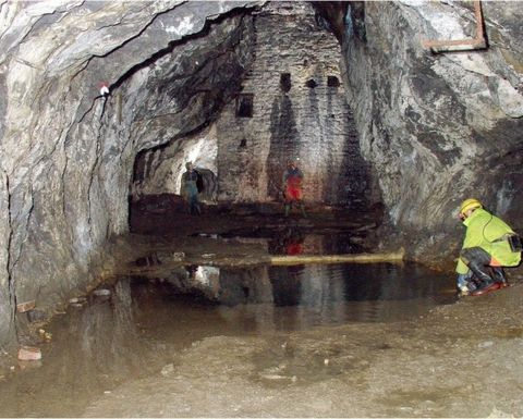 Robots to explore flooded Ecton mine
