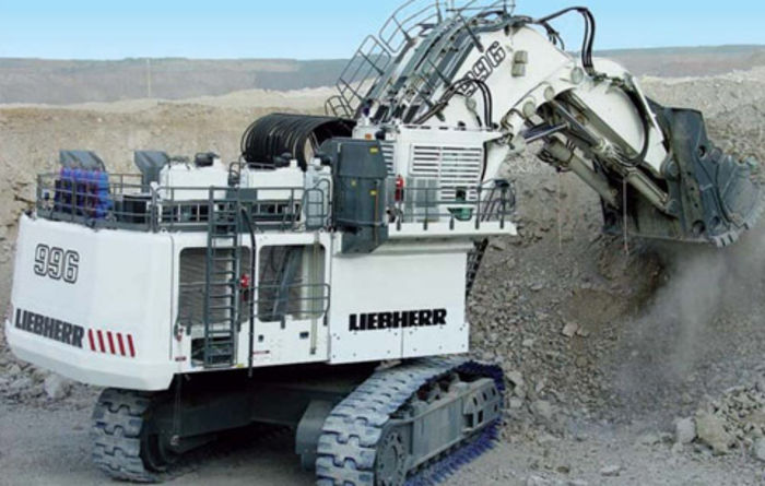 Transport of a Liebherr R 996 sets records