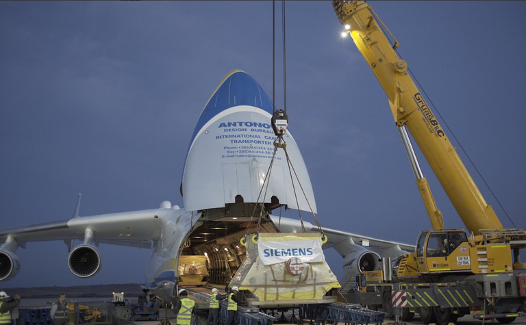 AN 225 transports Siemens motors to Collahuasi