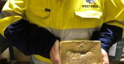 Plant online, first gold pour at Tuckabianna