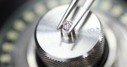 De Beers invests in diamond facility
