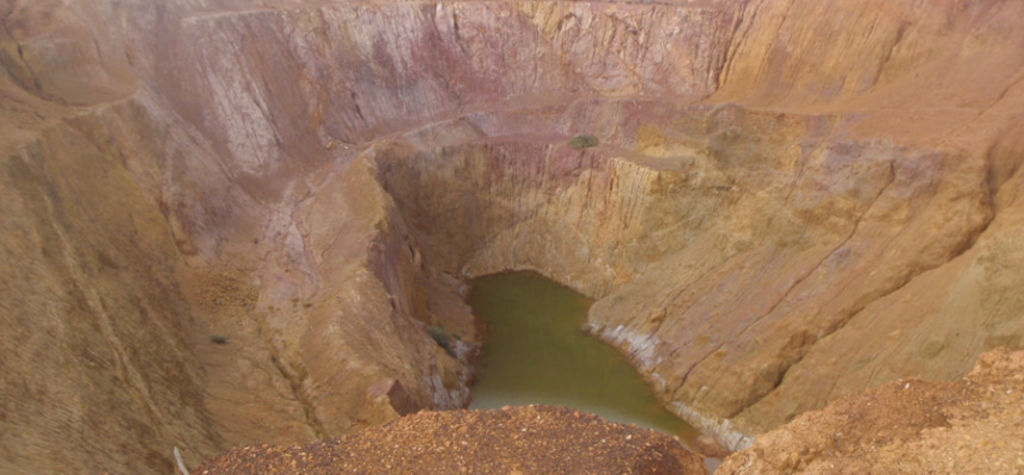 Excelsior awards open pit mining contract