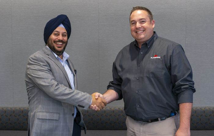Guneet Bedi, GM, Americas at relayr, and Shawn Collins, executive director, US regional service centers at Flanders, shake hands as the new partnership becomes official