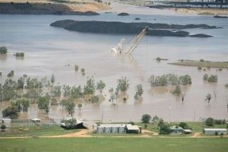 Ensham dragline floods Queensland Australia 2008