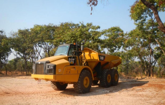 Cat earthmovers arrive at Lulo