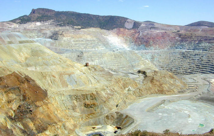 Market for surface-mining equipment falls