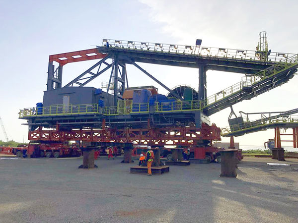 he stacker reclaimer weighs 1300t