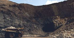 Anglo sticks with Thiess at Dawson