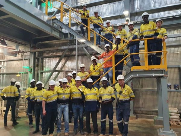 ichard yde and the est frican esources team on site with the first gold bars