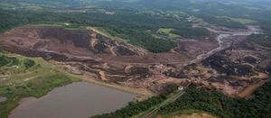 Vale evacuates people near Mar Azul mine