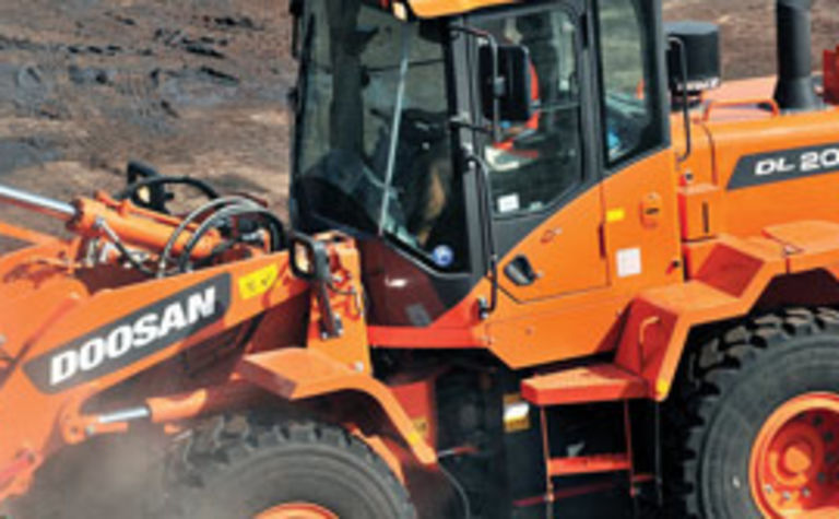 Doosan delivers wheel loader duo