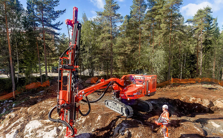 Sandvik introduces non-cabin surface drill rigs
