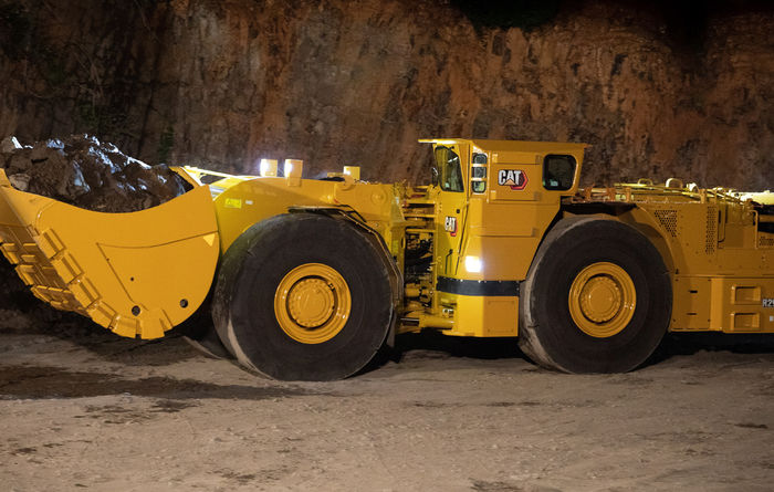 New Cat R2900 underground loader